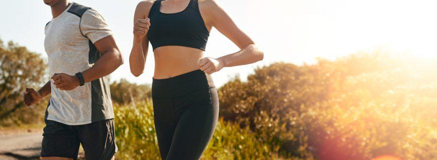 Benefícios de praticar esportes no verão